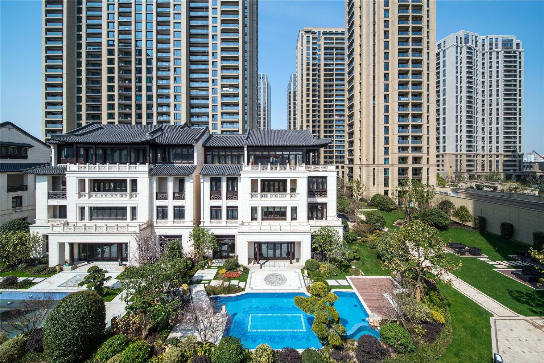 风冷热泵系统:滨江华家池别墅项目